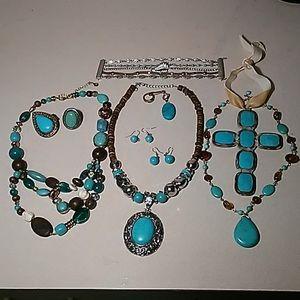 Set of cracked turquoise jewelry